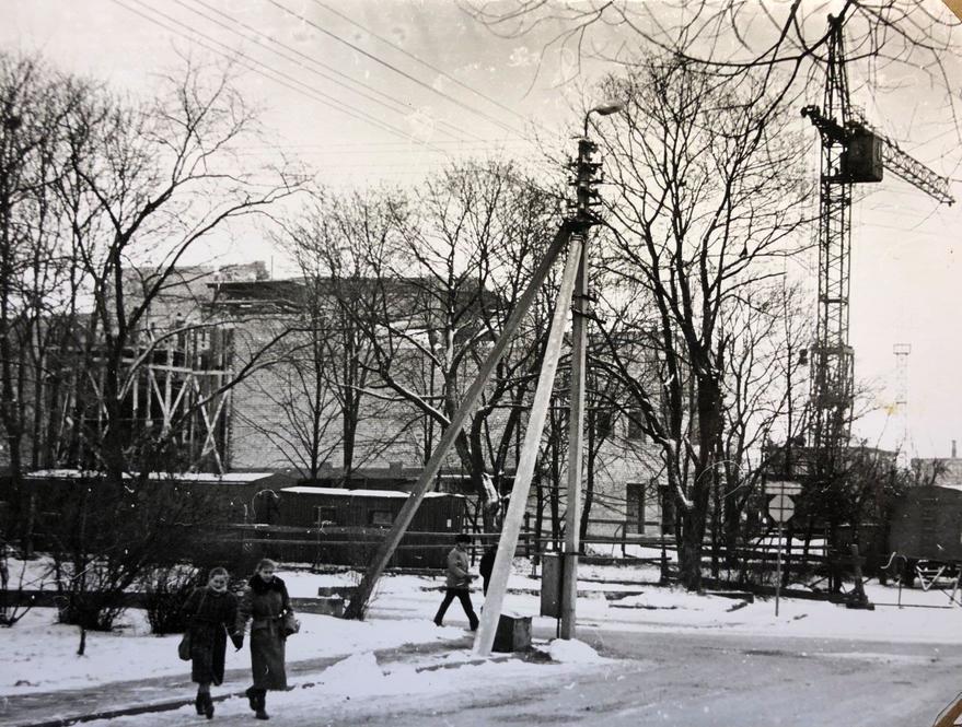 Raseinių kultūros namų statyba XX a. 9 deš. Nuotraukos autorius Algirdas Ramanauskas. Atsiuntė Karolis Ramanauskas.
