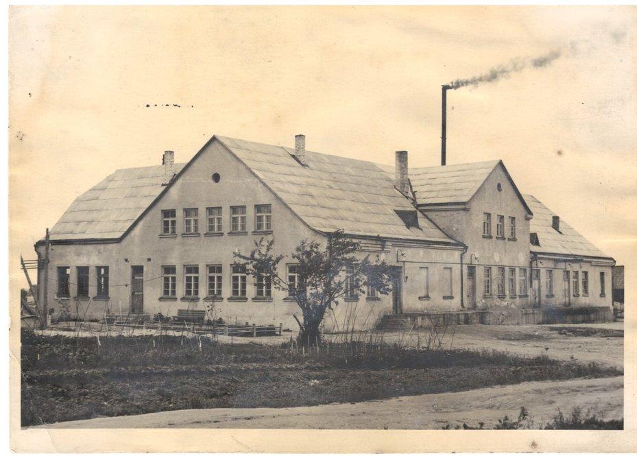 Raseinių pieninė. XX a. 7 deš. Nuotrauka gauta iš Lauros Baltkojytės