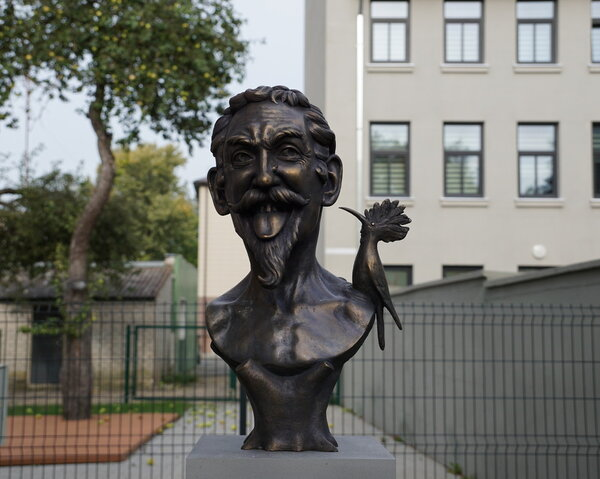 """rsz naujausias traukos objektas raseiniuose   skulptoriaus a kluodos """"kukutis"""""""